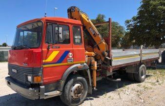 Autocarro Fiat Iveco 145-17 con gru PM