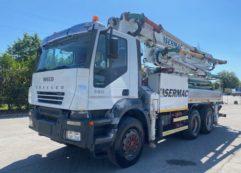 Autocarro Iveco Trakker 380 pompa per calcestruzzo Sermac